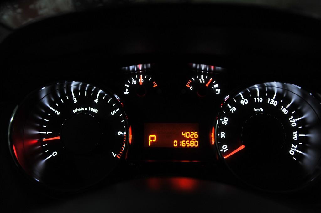 标致3008(进口)仪表盘背光显示